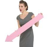 Mujer de negocios con la flecha grande que señala abajo Fotos de archivo