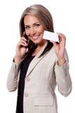 Mujer de negocios con la tarjeta de visita Imagen de archivo libre de regalías