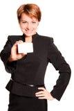 Mujer de negocios con la tarjeta vacía, foco en tarjeta imagen de archivo