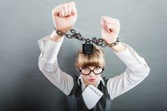 Mujer de negocios con las manos encadenadas Foto de archivo libre de regalías