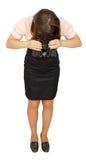 Mujer de negocios con los prismáticos que miran abajo Fotos de archivo libres de regalías