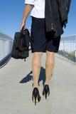 Mujer de negocios con recorrer de la cartera Fotos de archivo libres de regalías