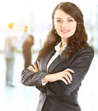 Mujer de negocios con su personal, grupo de la gente en fondo Imagen de archivo