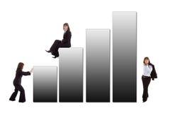 Mujer de negocios con un gráfico imágenes de archivo libres de regalías