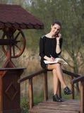Mujer de negocios con un orden del día Fotos de archivo