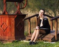 Mujer de negocios con un orden del día Fotos de archivo libres de regalías