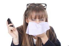 Mujer de negocios con una nariz que sopla fría Foto de archivo libre de regalías