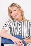 Mujer de negocios confidente sonriente Fotos de archivo libres de regalías