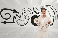 Mujer de negocios confusa que se opone a fondo del sitio blanco con las flechas negras libre illustration
