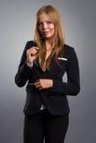 Mujer de negocios de la sonrisa con el retrato de los vidrios Imagen de archivo