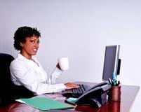 Mujer de negocios del afroamericano imagenes de archivo