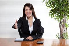 Mujer de negocios del apretón de manos Fotos de archivo libres de regalías