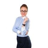 Mujer de negocios elegante joven que piensa con el marcador permanente Foto de archivo