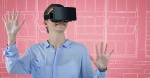 Mujer de negocios en auriculares de la realidad virtual contra y blanca ventanas dibujadas la mano rosada Imagen de archivo