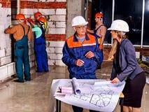 Mujer de negocios en casco del constructor Foto de archivo