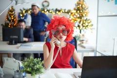 Mujer de negocios en el teléfono fotos de archivo