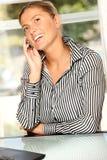 Mujer de negocios en el teléfono Imagen de archivo libre de regalías