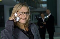 Mujer de negocios en el teléfono Imagen de archivo