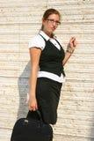 Mujer de negocios en la ciudad Imágenes de archivo libres de regalías