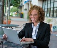 Mujer de negocios en la ciudad 9 Fotos de archivo libres de regalías