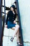 Mujer de negocios en las escaleras foto de archivo