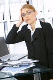Mujer de negocios en oficina Fotografía de archivo libre de regalías