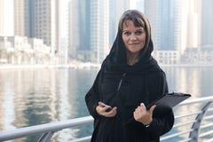 Mujer de negocios en un abaya Fotografía de archivo