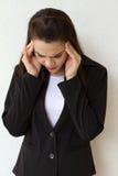 Mujer de negocios enferma con la mano que lleva a cabo su cabeza Fotos de archivo