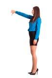 Mujer de negocios enojada en la falda y los tacones altos que muestran los pulgares abajo imágenes de archivo libres de regalías