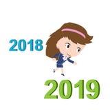 Mujer de negocios feliz que corre a partir de 2018 a 2019, concepto del éxito del Año Nuevo, Foto de archivo libre de regalías