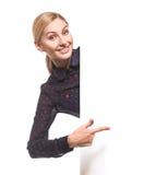 Mujer de negocios feliz que muestra el letrero en blanco Imagenes de archivo