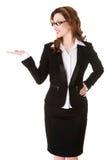 Mujer de negocios feliz que presenta algo en la palma Fotos de archivo