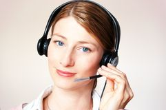 Mujer de negocios hermosa con el receptor de cabeza Fotografía de archivo libre de regalías