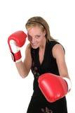 Mujer de negocios hermosa en los guantes de boxeo 1 Foto de archivo
