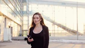 Mujer de negocios hermosa metrajes