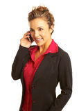 Mujer de negocios hermosa que habla en el teléfono móvil imagen de archivo