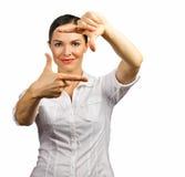 Mujer de negocios hermosa que hace el marco con las manos fotos de archivo libres de regalías