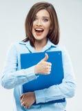 Mujer de negocios joven con la carpeta de papel imagen de archivo
