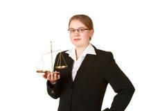 Mujer de negocios joven con las escalas Fotos de archivo libres de regalías