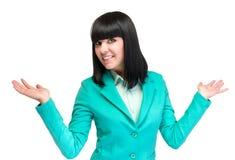 Mujer de negocios joven feliz que muestra el espacio de la copia, aislado en blanco Imágenes de archivo libres de regalías