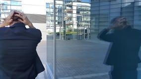 Mujer de negocios joven frustrada almacen de metraje de vídeo