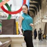 Mujer de negocios joven hermosa imagen de archivo libre de regalías