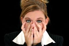 Mujer de negocios joven hermosa con las manos en cara fotos de archivo libres de regalías
