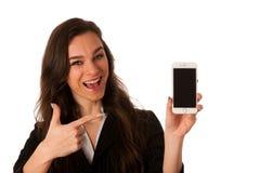 Mujer de negocios joven hermosa que muestra una nota feliz sobre ella elegante Imágenes de archivo libres de regalías