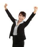 Mujer de negocios joven que celebra éxito foto de archivo