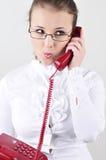 Mujer de negocios joven que habla en el teléfono. Imágenes de archivo libres de regalías