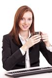 Mujer de negocios joven que sostiene una taza de café. Fotos de archivo