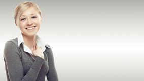 Mujer de negocios joven sonriente Fotos de archivo libres de regalías