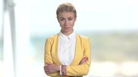 Mujer de negocios maduros triste almacen de metraje de vídeo