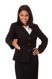 Mujer de negocios que amplía su mano al apretón de manos foto de archivo libre de regalías